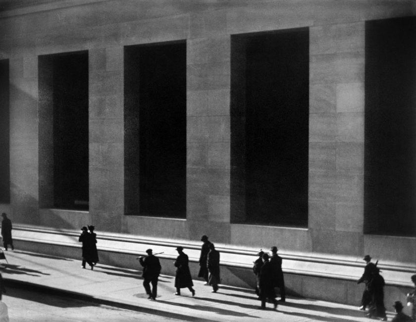 1162px-paul_strand_wall_street_new_york_city_1915